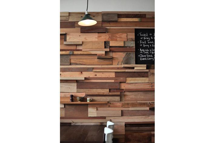 Slowpoke espresso cafe for Mur en bois flottant