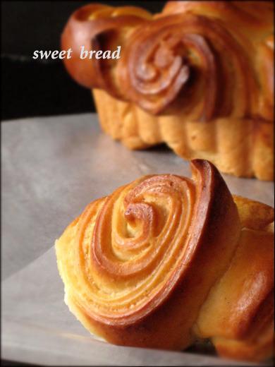 가을에 풍겨오는 달콤한 향기. 꽃으로 변신한 바닐라빈 브래드