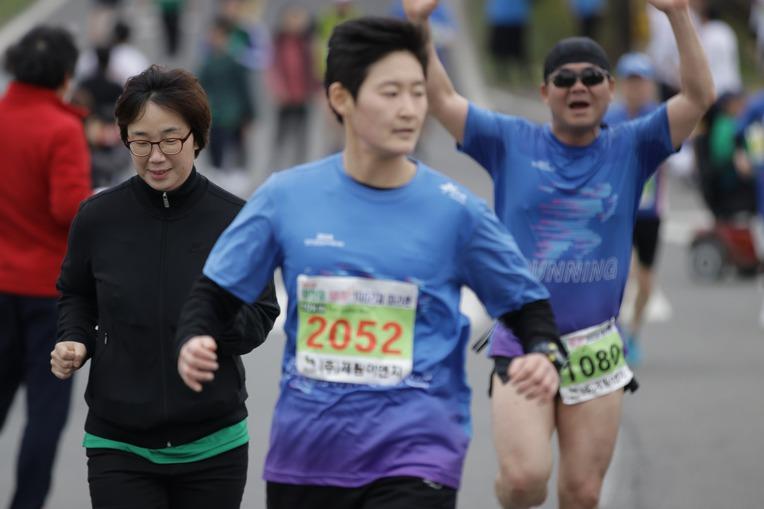 2019 영천댐 벚꽃마라톤대회 골인 (11:24:38 ~ 11:30:26)